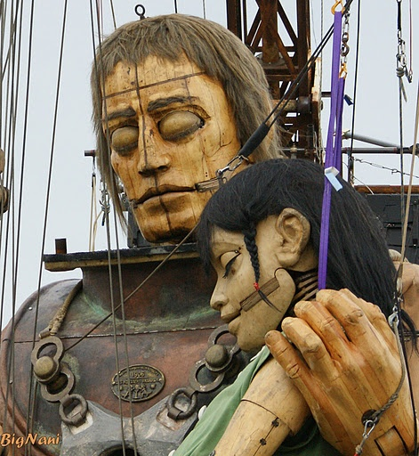 The diver and the little giant girl asleep, waiting to take off