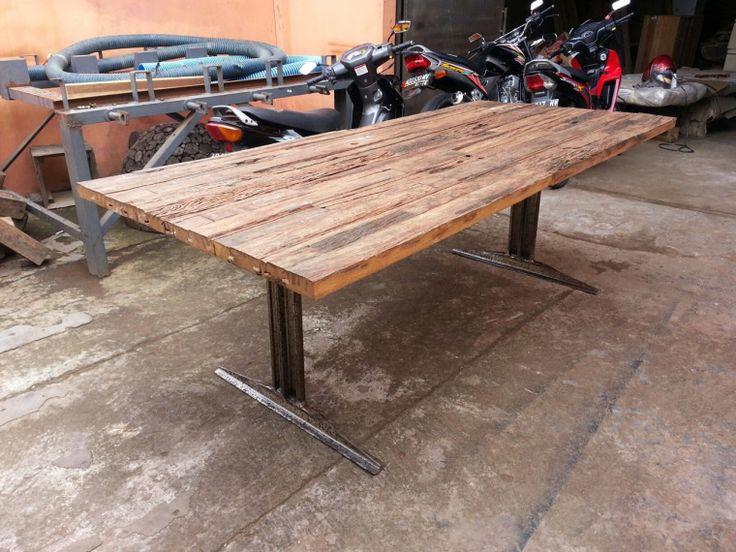 """Spisebord i genbrugstræ, Model """"Java"""". Bordpladen er i en blanding af træ fra stormfaldne bygninger, spær fra huse mm. Teak, mahogni og lokale træsorter. Udtrykket er råt og meget ærligt. Priser fra 6.500,- kr. inkl. moms. Størrelser fra 70x70 op til 5-6 meter langborde. Stel i genbrugsstål."""
