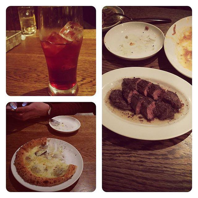 +++ + 仕事で海外に旅立つ友人とご飯。 ピザ久々に食べました。 パスタもあったけど撮る前に消滅。 色々話も出来て良かった。 エイプリルフールだけど、私が本気で信じそうなので冗談を言えなかったそう。 昔と変わらず優しいひとでした。 美味しい夜ご飯ご馳走様でした🍴 + #関内 #tempters #肉 #パスタ #ピザ #ゴルゴンゾーラのピザ #旅立つ友人とご飯 #ご馳走してくれた #有り難う #手土産は #バニラビーンズ #仕事 #頑張ってね #4月1日