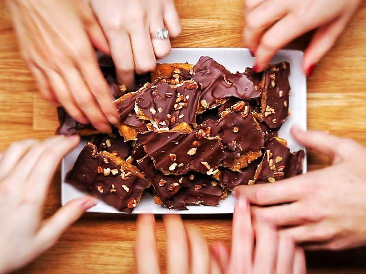 Cracker Candy!!    http://tastyfood2015.blogspot.com/2016/02/cracker-candy.html?m=1
