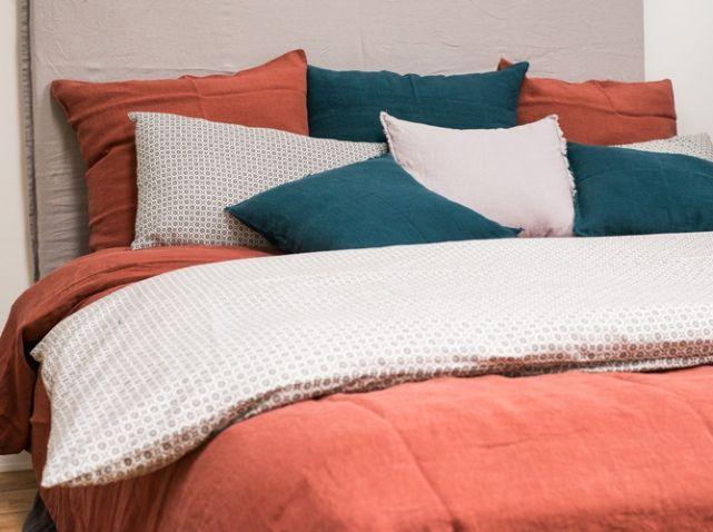 comment choisir son linge de lit nos id es pour un lit cosy elle d coration deco maison. Black Bedroom Furniture Sets. Home Design Ideas