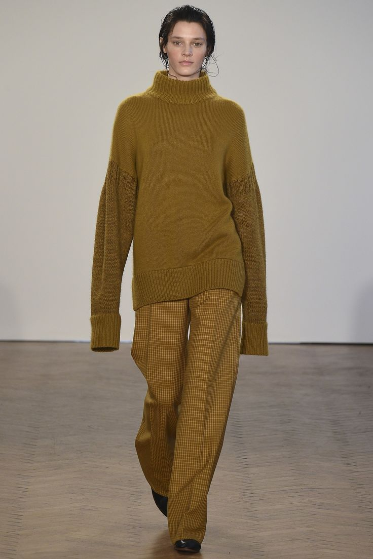 http://www.vogue.com/fashion-shows/fall-2017-ready-to-wear/pringle-of-scotland/slideshow/collection