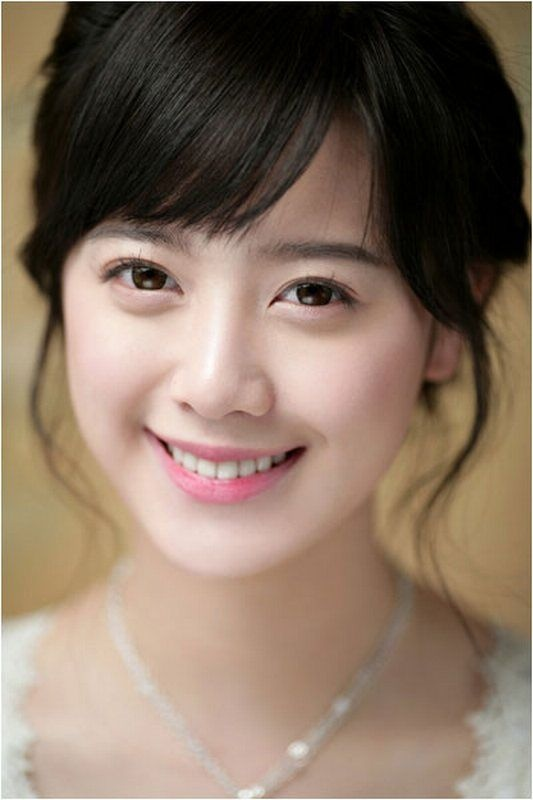 Goo Hye Sun. South Korean actress. She played Geum Jan Di, the lead female role in Boys Over Flowers. She was excellent. She also starred in Absolute Darling, Pure in Heart, and other films/dramas. She is also a singer and musician, of course. Most of these Korean actors and actresses are muscial.: Girls, Goo Hye, K Drama, Hye Sun, Beautiful, Koo Hye, Kdrama