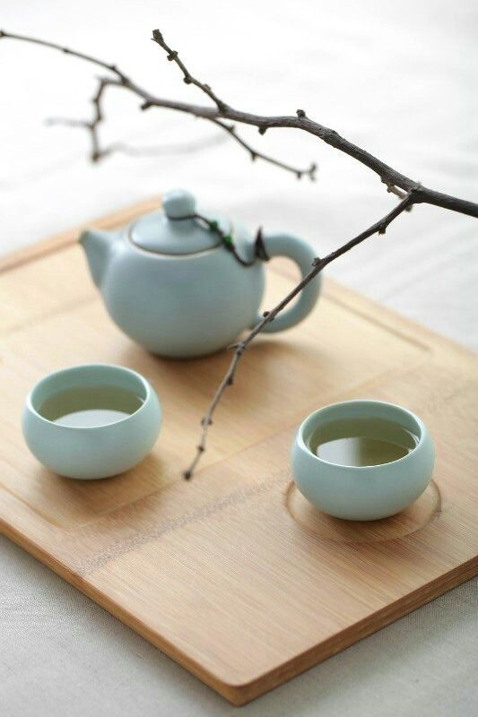 Chinese Tea Set | Beautiful minimalist design reflects the Chinese love of simplicity and reflection.