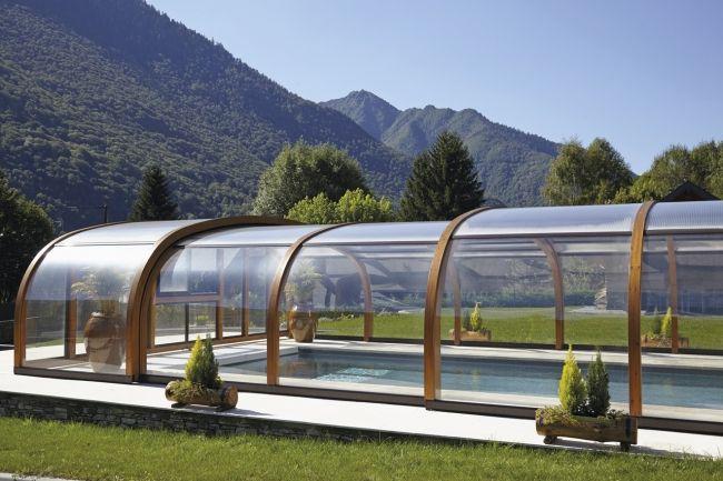Comme le bassin, l'abri d'une piscine requiert un minimum d'entretien. Tour d'horizon des principales opérations qui vous donneront l'occasion de profiter souvent et longtemps de cette bulle protectrice.
