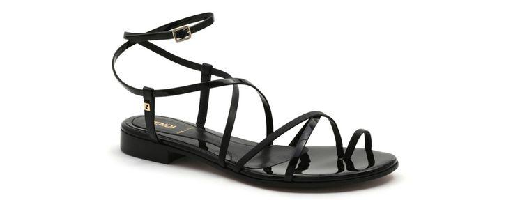 Fendi http://www.vogue.fr/mode/shopping/diaporama/shopping-sandales-du-printemps-ete-2014/19097/image/1007783#!fendi-cuir-laque-shopping-sandales-ete-2014