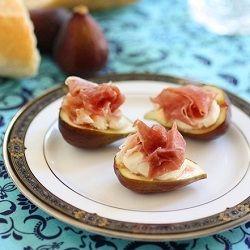 Small Bites: Prosciutto with Figs and Mascarpone.