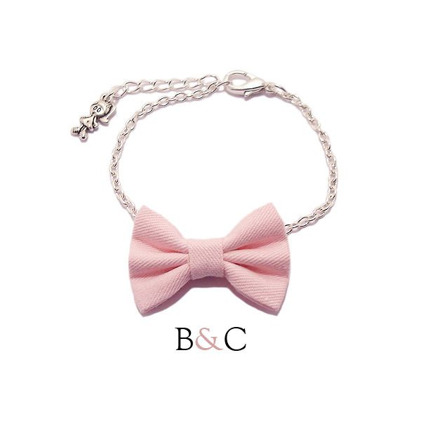 """Bracelet Chaîne Argentée Noeud Papillon Coton """"Rose Poudre"""" Rétro Romantique : Bracelet par barrettesetchouchous"""