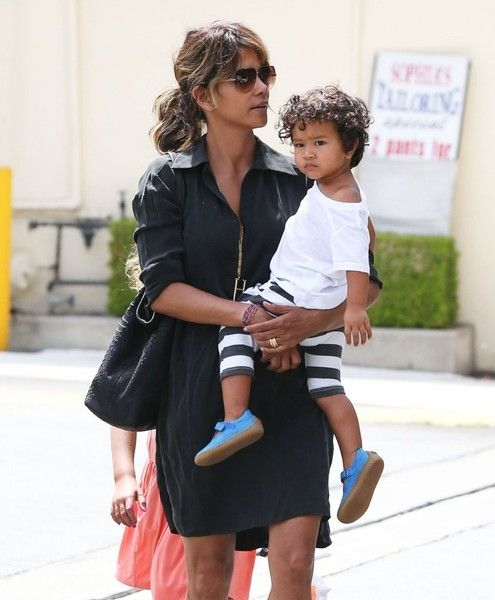 Halle Berry Photos: Halle Berry Lunches with Her Children
