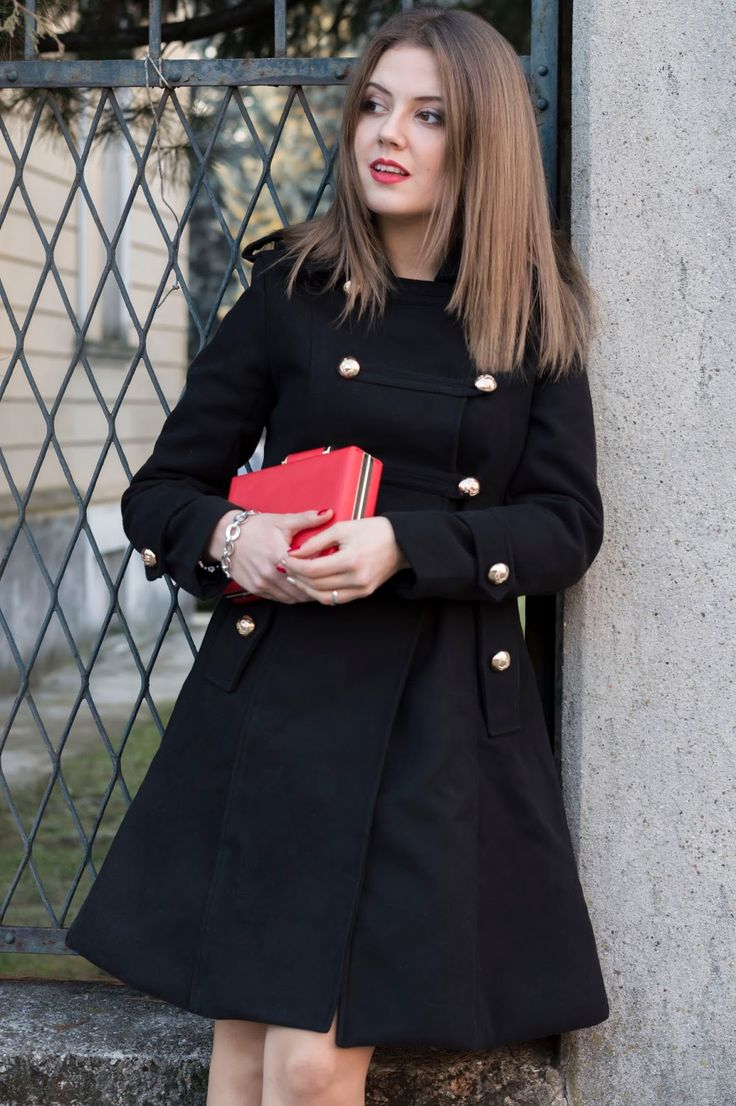 DICEMBRE: CAPPOTTO MILITARE E DETTAGLI ROSSI December Outfit: Military Coat & Red Details #ootd #outfit #fashionblogger #coat www.ellysa.it