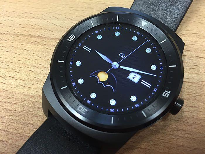 Testes de montres connectées Moto 360 vs. LG Watch R. Que diable, c'est pas moche!