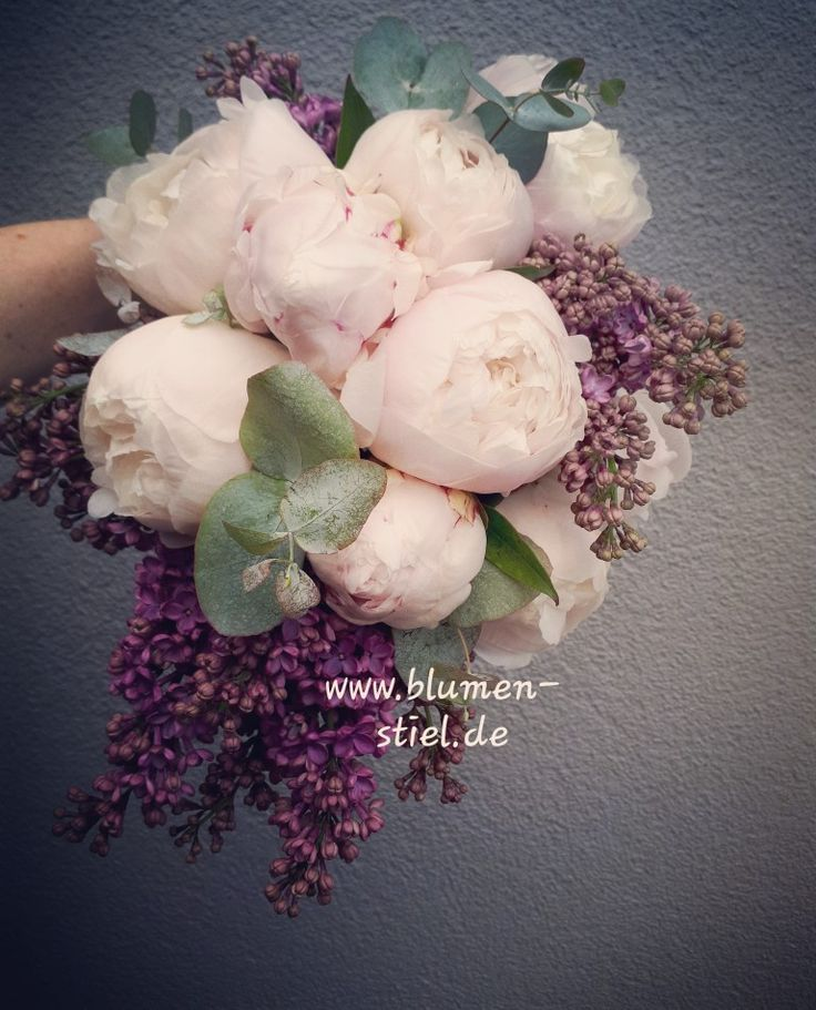 Brautstrauß sehr natürlich und sehr elegant und trendy. Zarte rosa Pfingstrosen, …   – Brautstrauss