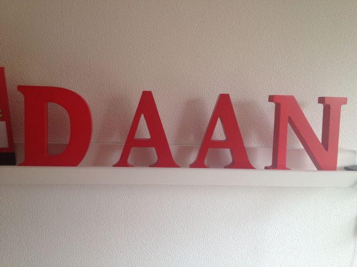 Losse letters: Daan, hoofdletters, horizontaal
