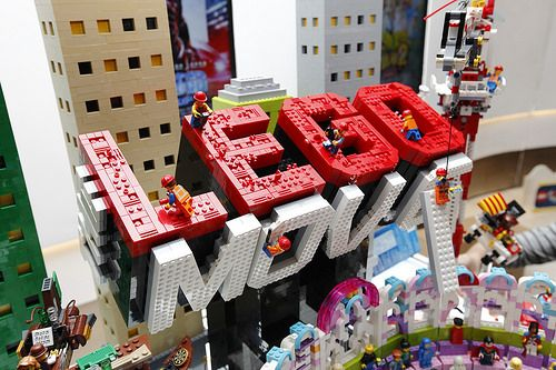 Building the LEGO Movie LOGO by group of Construction workers.