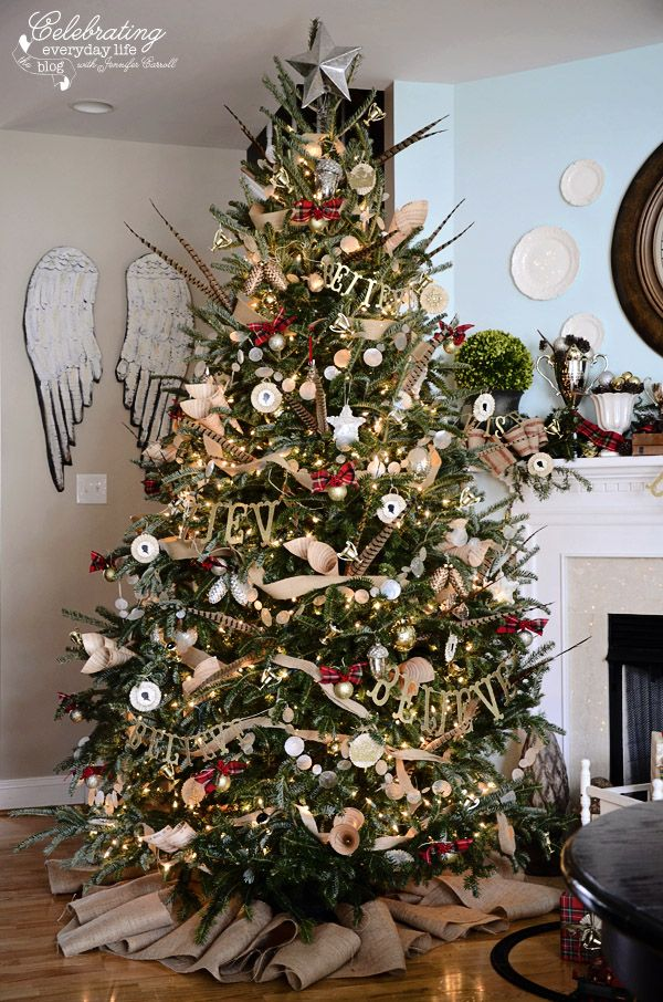 1089 best christmas trees ornaments wreaths images on for Christmas tree garland ideas