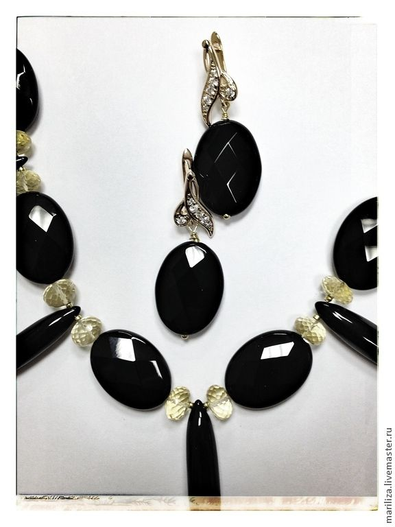 Necklace and earrings Magic (onyx)