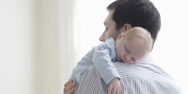 Avoir un enfant est un tremplin professionnel et salarial… pour les hommes