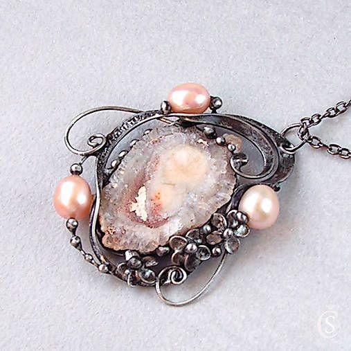 Náhrdelníky - Kamenný květ - Chalcedonová růže, perla - 4645675_