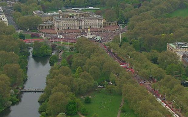 London Marathon 2015: past Buckingham Palace -Telegraph