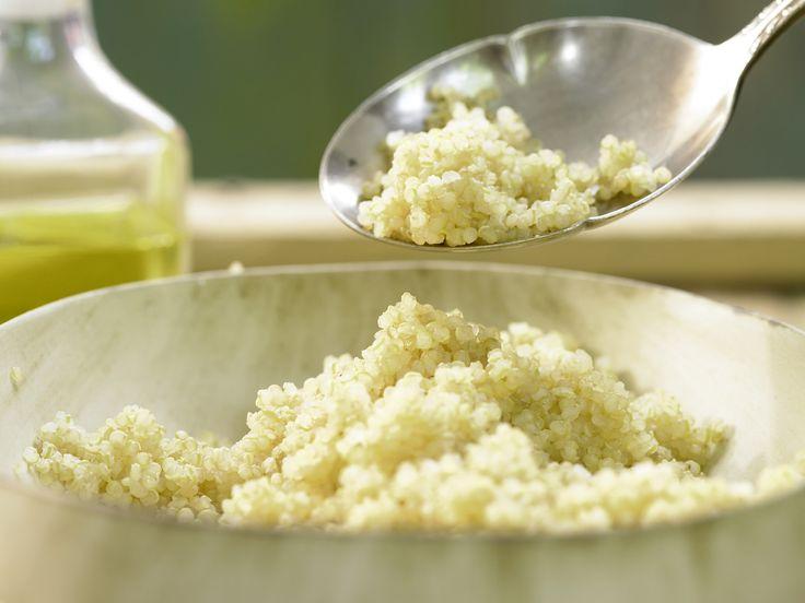 Gekochter Quinoa - (Grundrezept) - smarter - Kalorien: 155 Kcal - Zeit: 15 Min. | eatsmarter.de Quinoa gilt als wahres Superfood.