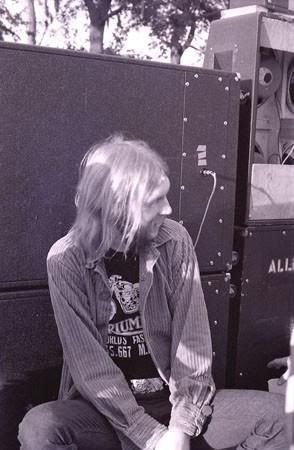 Duane Allman behind the back line. Notice the JBL D-120's in the top Marshall cabinet, Also set up as an open back. No doubt Twiggs approved!