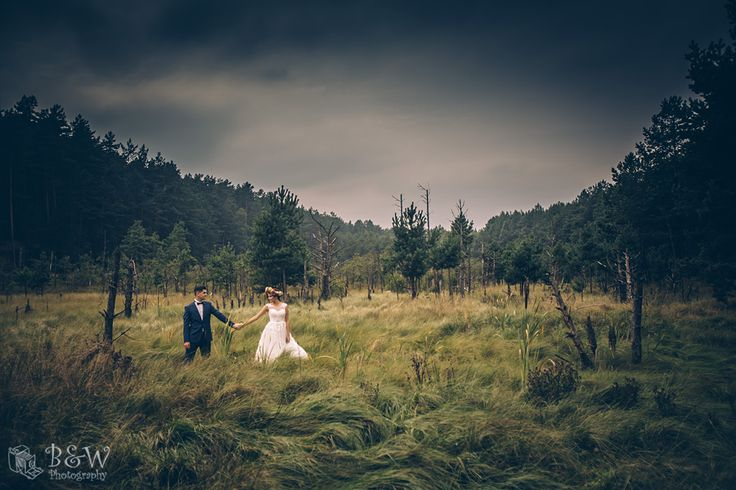 boho wedding photo sesion on a swamps