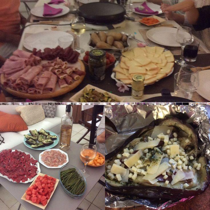 Raclette d'été Fromage, viande rouge et blanche en lamelles fines, cochonnailles ,, haricots verts,carottes vapeur, courgettes sautées, aubergines au pistou,pastèque et melon en morceaux, tomates cocktail, cornichons,moutarde ...pommes de terre  .... Éventails et Brumisateur ... chaleur et rires assurés à 31° à 21 h .....