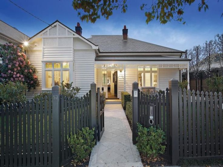 Best Weatherboard Home Painted In White With Grey Slate And 400 x 300
