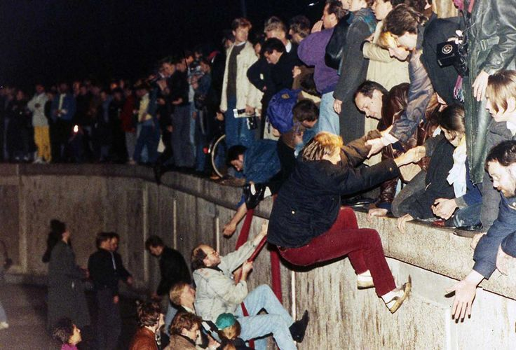 The story of Berlin Wall in pictures, 1961-1989