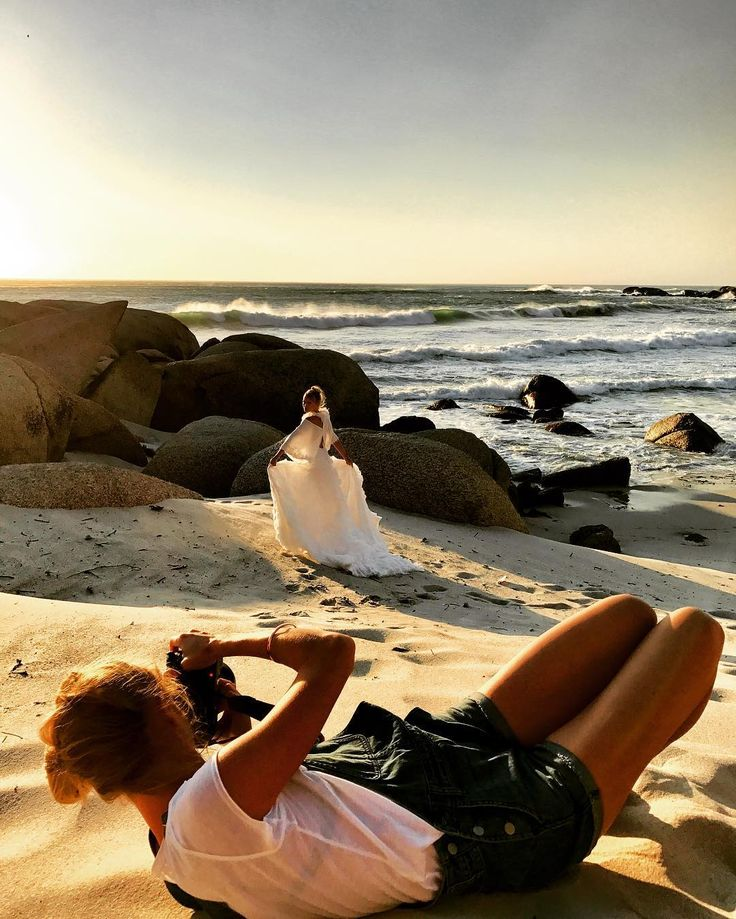 Snap of yesterday's shooting at #campsbay with the amazing @andreakellan giving her everything for the perfect pic. Looking forward to showing you the final results soon. And off to more site inspections today at beautiful location around #capetown #fineweddings #fineweddingsontour #styleshoot #weddingdress #coutureweddingdress #couturebridal #couturegown #beachwedding #beachbride