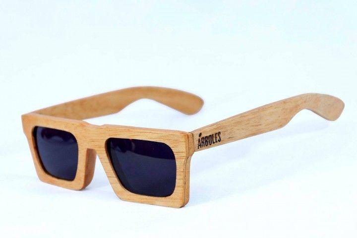 Las gafas de sol ÁRBOLES son hechas con maderas recicladas, como guatambu, algarrobo, roble, pinotea, etc.