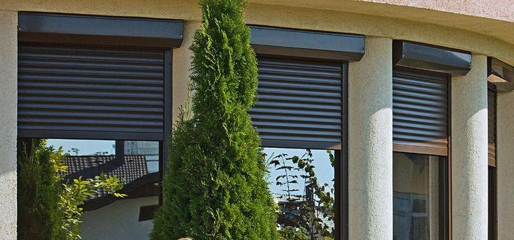 Rolety zewnętrzne nie tylko doskonale zabezpieczają nasz dobytek materialny, ale również chronią nasz dom w okresie zimowym przed utrata ciepła. Natomiast latem, w słoneczne i upalne dni, rolety zewnętrzne doskonale zabezpieczają przed nagrzewaniem się pomieszczeń. Każdy, kto ma okna skierowane na południe i zachód wie, jakie to potrafi być uciążliwe. nie należy zapominać, że Rolety zewnętrzne Łódź to również zmniejszenie hałasu dobiegającego z zewnątrz. Po więcej, zapraszamy na naszą stronę