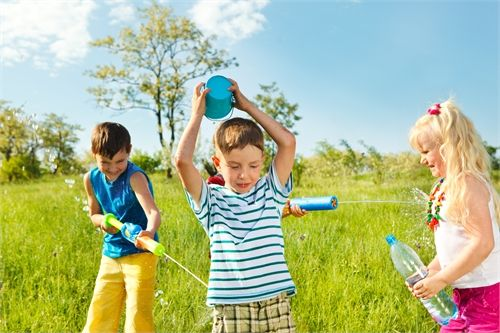 Летние игры для детей с водой