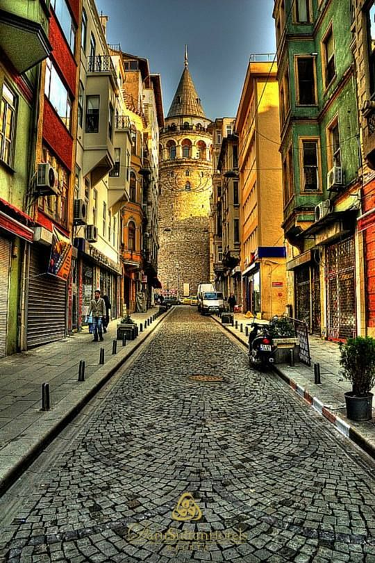 İstanbul'un kesinlikle görülmesi gereken yerlerinden Galata Kulesi'nin #DarusultanHotel'e sadece 5 dakika uzaklıkta olduğunu biliyor muydunuz?   Did you know, Galata Tower, a must see place of Istanbul, is just 5 minutes away to Darusultan Hotels?  www.darusultan.com 0(212) 252 3232