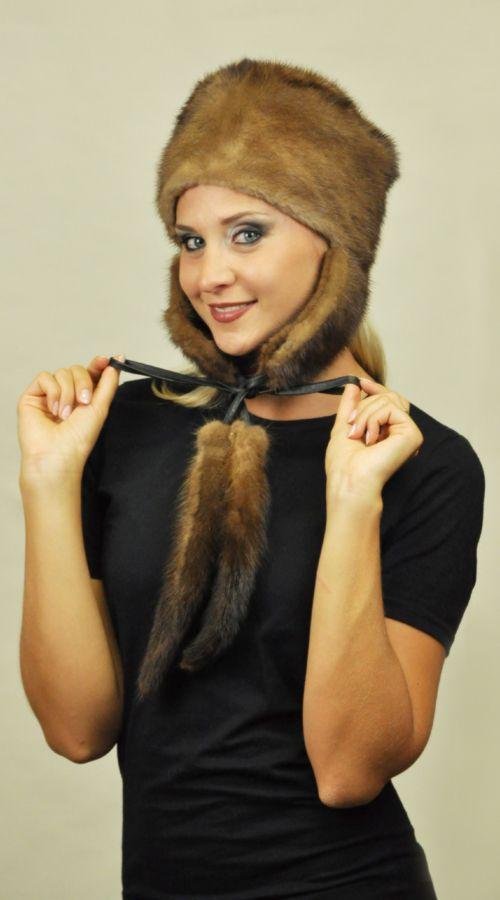 Cappello in visone con copriorecchie e codine. http://www.amifur.com