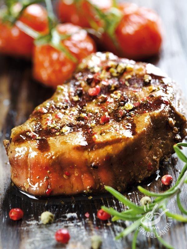 Filetto di manzo aromatizzato ai due pepi, arricchito con semi di coriandolo e rosmarino: un piatto che sarà un successone, al quale non resisterà nessuno!