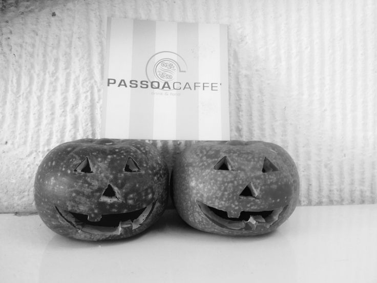 Vi invitiamo a passare la serata di Halloween con noi! Offriamo : Bevute a € 3,50 Shot a €1,00 Menu pizza+birra media alla spina € 7,00 Panino alla