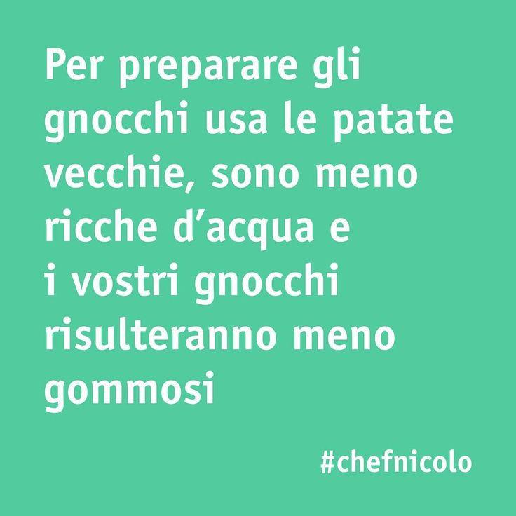 """Per un pranzo super gustoso, potete preparare gli gnocchi fatti in casa. Ecco un tips da seguire! E voi, avete qualche """"segreto"""" per preparare questo piatto? 😋  #gnocchi #foodie #yummy #italianfood #tips #foodtips #food #cucinaitaliana #chefincamicia #noifacciamocosi #recipe #ricetta #piattoitaliano"""