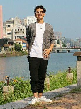 GapJapan_Men│GAPのパンツコーディネート 【福岡三越店スタッフ注目コーデ】 白Tシャツ×ブラックパンツのモノトーンコーデにグレーのカーデを足して秋コーデにシフト。足元はスニーカーで外し、大人カジュアルスタイルに。 カーディガン (Color:グレー/¥7,900/ID:108652/着用サイズ:S) Tシャツ (Color:ホワイト/¥2,900/ID:768620/着用サイズ:S) ジョガーパンツ (Color:ブラック/¥5,900/ID:226086/着用サイズ:XS) スニーカー (Color:ホワイト/¥5,900/ID:415851/着用サイズ:8) その他:参考商品 スタッフ身長:170cm ■福岡三越店 http://loco.yahoo.co.jp/place/g-aJEmicBo6iU/ ■オンラインストアはこちら http://www.gap.co.jp/browse/division.do?cid=5063 ■GapストアスタッフコーデをWEARで見る(Men)  http://wear.jp/gapjapanmen/
