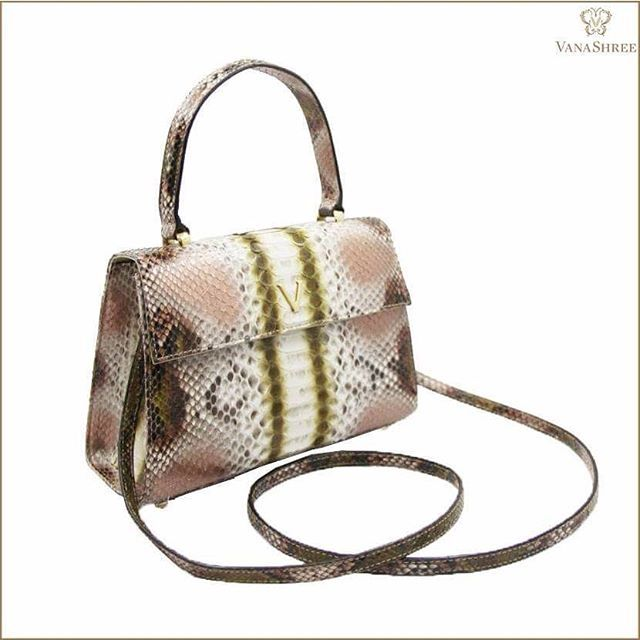 Elegant and classic petite V Bag that transforms from day to night.  #MiniV #VanaShree #ExoticElegance #PicOfTheDay