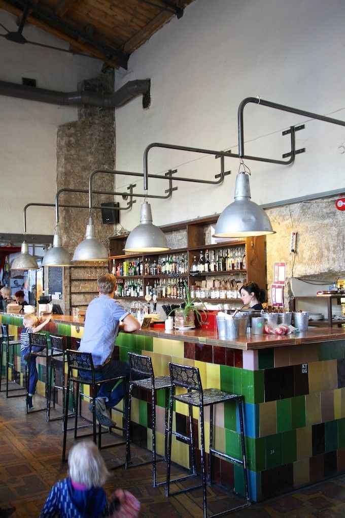 Tallinn: F-hoone restaurant, Telliskivi Loomelinnak