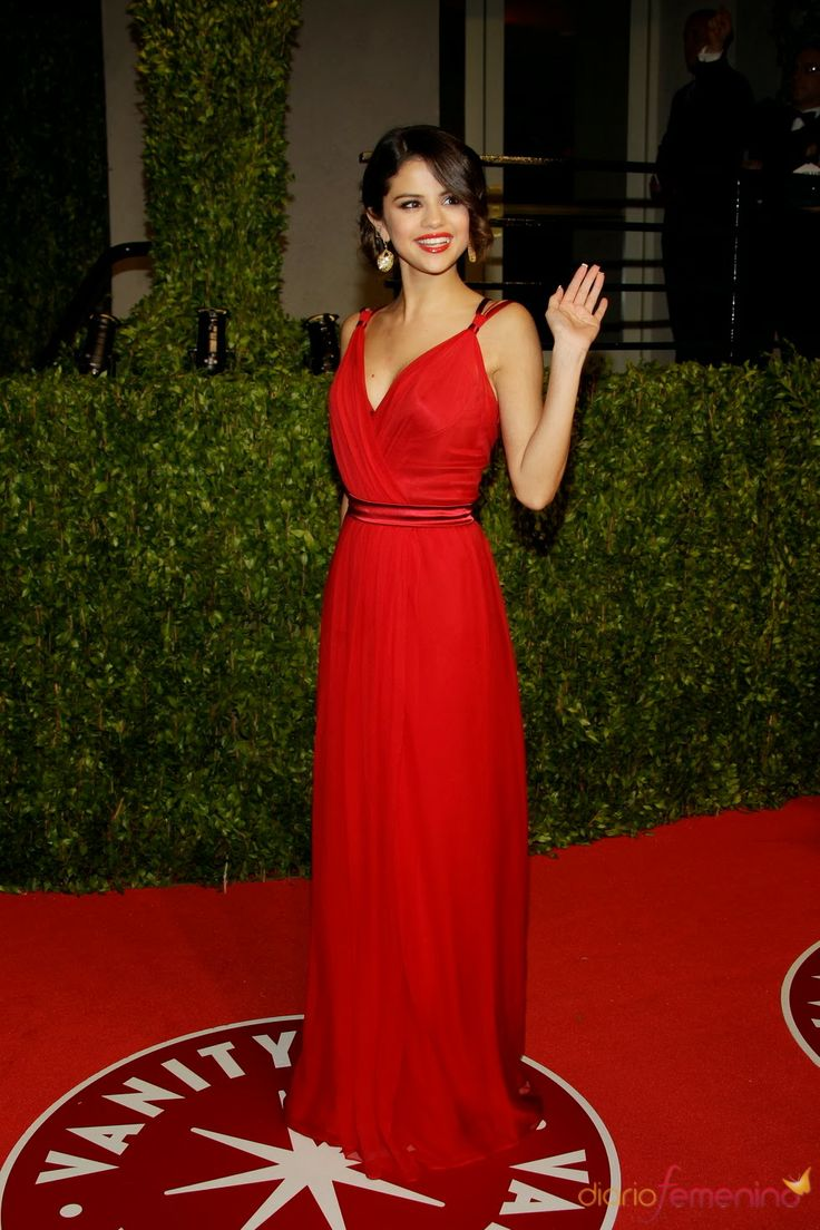 Fabulosos Vestidos de fiesta para sentirte y lucir como Selena Gomez