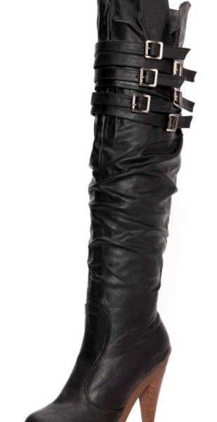 Cizme peste genunchi cu toc si platforma de lemn, brand Kvoll, elegante si comode, in tendinte, ce se pot ajusta pe pulpa prin 6 barete cu catarame – vezi imaginile  Inaltime toc: 13 cm; Inaltime Platforma: 4 cm; Interior captusit
