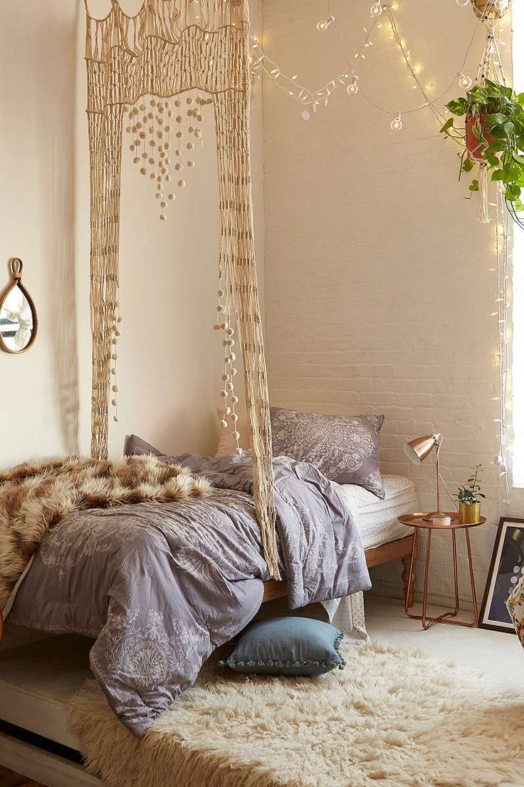 Louise Medallion Comforter Snooze Set - Urban Outfitters