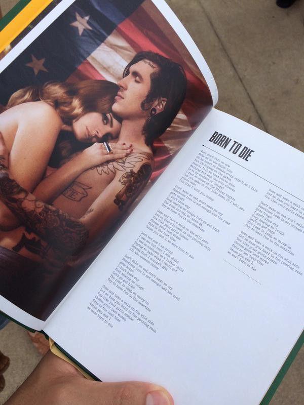 Através do novo lyrics book (livro de letras de músicas, em português) de Lana Del Rey, que começou a ser vendido na loja oficial da turnê Endless Summer Tour neste último sábado (09), os fãs tiveram acesso às letras de várias canções, incluindo a da inédita Honeymoon, faixa-título do próximo álbum da intérprete.