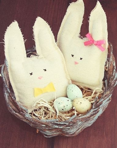 coelhinho de tecido lembrancinha de páscoa: Easter, Clothing Bunnies, Stuffed Bunnies, Easter Bunnies, Easter Decor, Sewing Easter, Easter Baskets, Diy Kids, Diy Stuffed