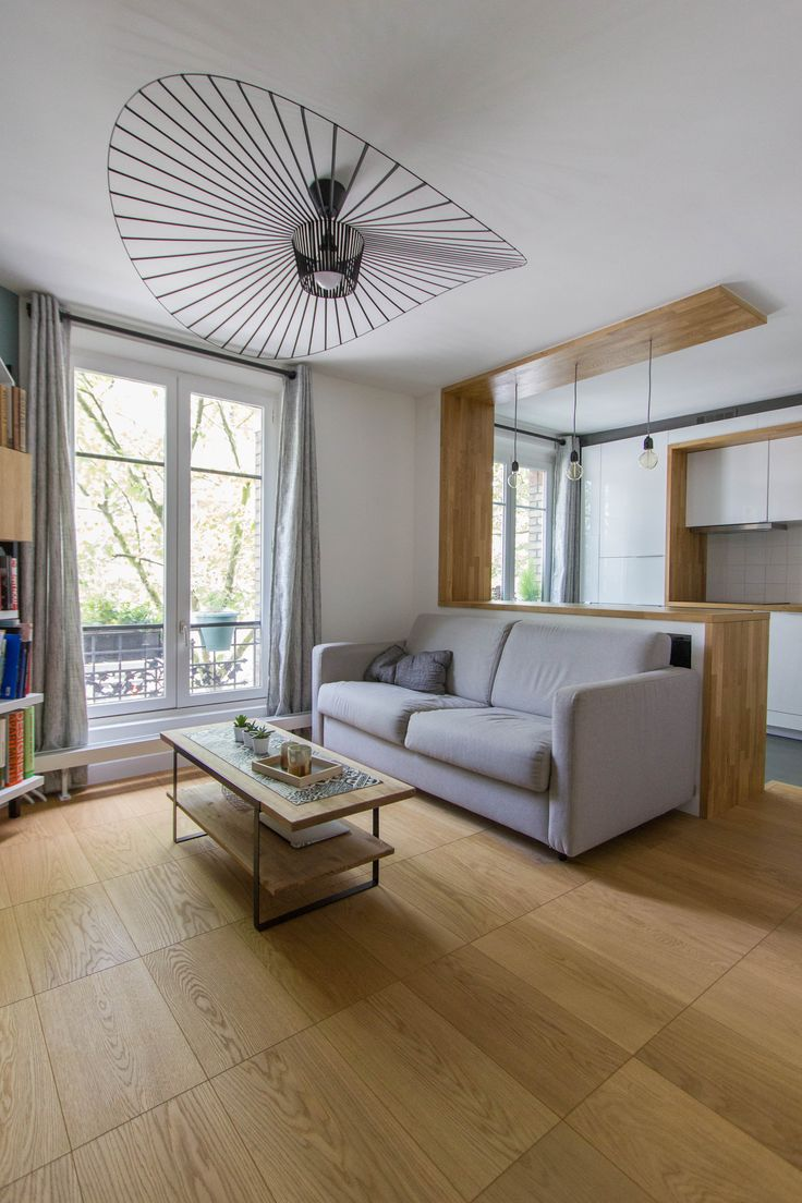 Mathilde Chesneau architecte - appartement Paris 19ème / parquet bauwerk / table basse ampm / lustre vertigo