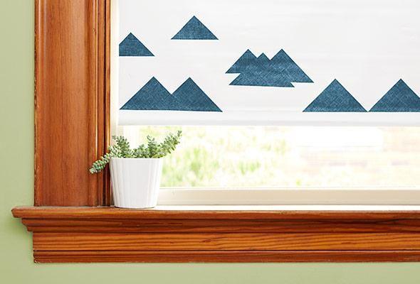 Donnez une nouvelle vie à vos fenêtres : trois façons de décorer les stores à rouleau