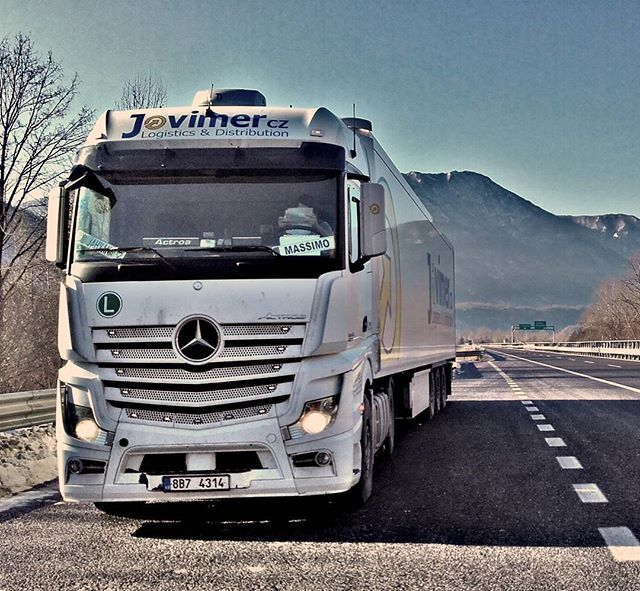Jahvana Jones (@jahvana.jones) on Instagram: #italy #mercedesbenz #jovimer #sunnydays #střídání #alps #trucks #holidayeveryday #lovemyjob❤️ #czechtruckdrivers #hory #slunce #azuro #leden #czechgirl #truckergirl #milujusvoupraci #zlinacka #instamoments #instago #followme #brno #photooftheday #kamiony