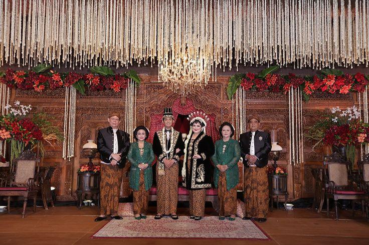 Pernikahan Jawa dengan Sentuhan Merah ala Puri dan Luhuri - RP_1300